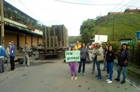 Vecinos de San Diego y San José de los Altos cerraron el paso por la vía principal de la zona.