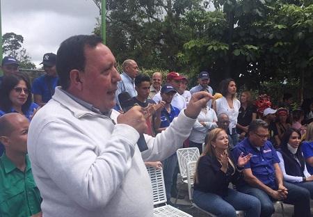 """Rodríguez: """"También nos deberían explicar cómo le cancelan 60 millones de dólares a una empresa en la que ahora dicen que no confían""""."""