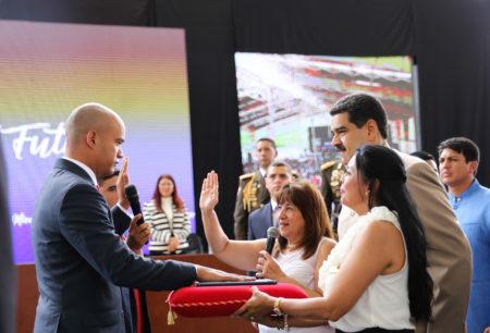 """Presidente anunció que para darle mayor """"eficacia y eficiencia"""" al servicio de transporte, le entrega la Misión Transporte a Héctor Rodríguez así como la dirección del tren de los Valles del Tuy y del Metro de Los Teques."""