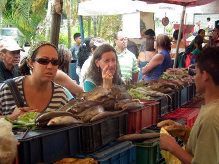 Tequeños comen sardinas ante alto costo de la carne