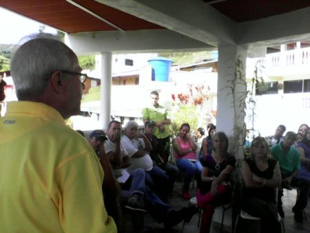 Martínez continua recorriendo los sectores guaicaipureños