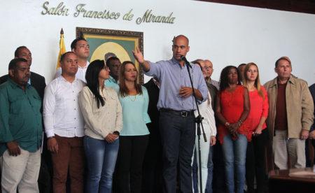 El gobernador estuvo acompañado por los 21 candidatos. Fotos: ALFREDO PEREIRA