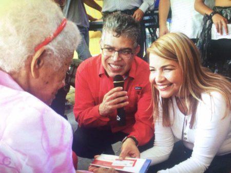 Wisely Álvarez y Elías Jaua entregaron  en San Corniel ayudas sociales