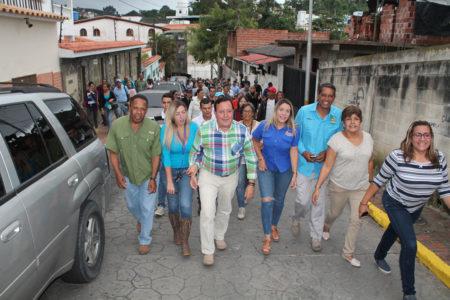Alcalde Rodríguez encabezó caminata hasta la sede del CNE para inscribir su candidatura a la reelección