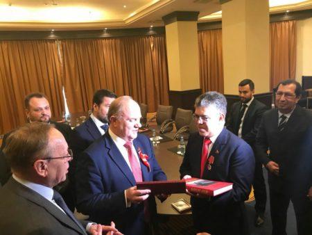 Elías Jaua recibió medalla de los 100 años de la Revolución Rusa