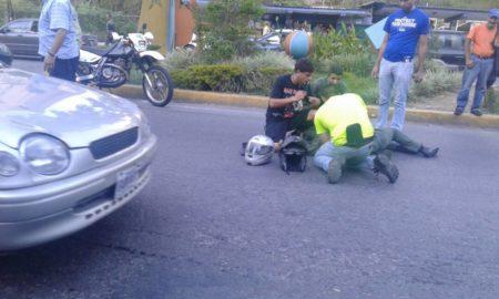 Persecución y posterior tiroteo causó zozobra entre la avenida Perimetral de San Antonio de los Altos. PNB tomó Los Helechos en busca de un fugado.