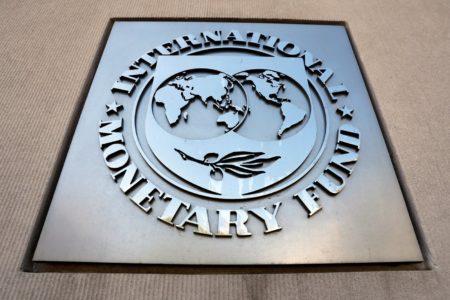 FMI prevé fuerte contracción económica en Venezuela y alerta que la crisis humanitaria también se intensifica