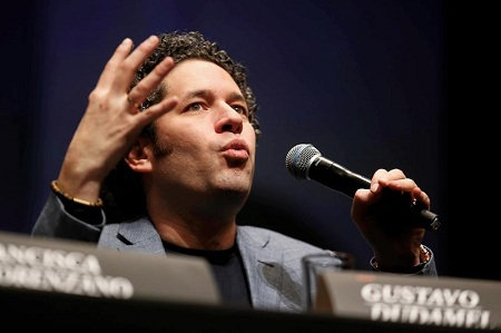 Gustavo Dudamel ofrecerá dos conciertos en Chile para honrar al maestro Abreu
