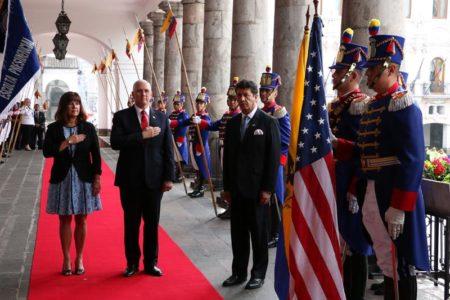 """Pence espera que Ecuador haga """"más"""" para enfrentar """"el colapso de Venezuela"""""""