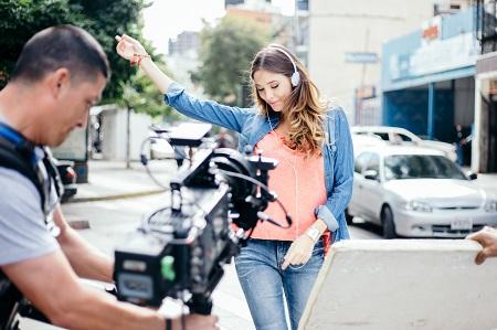 """Javier Farías dirige el nuevo videoclip """"Loco por volverte a ver"""" de Ronald Borjas"""