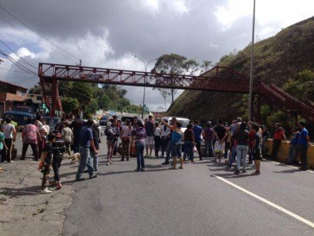 Protestan por gas en la Panamericana.