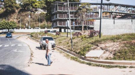 En Montaña Alta siguen esperando trabajos en la plaza Guaicaipuro
