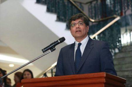 Ecuador suspende viaje de su nuevo embajador a Venezuela tras respaldo de Maduro a Correa