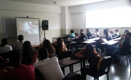 Un Mundo Sin Mordaza y Alcaldía de Los Salias llevó documental #NuncaJamásEnVzla a la UBA