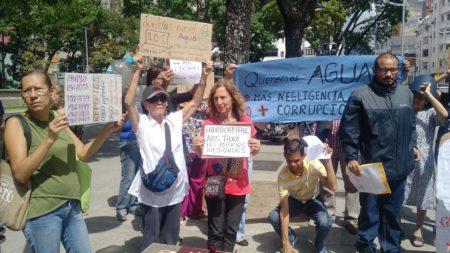 Protestan en Fiscalía acusando a Hidrocapital de negligencia y corrupción al dejar a Caracas sin agua