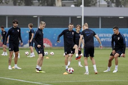 Talentosa Croacia enfrenta a una Rusia eufórica en unos cuartos por la historia