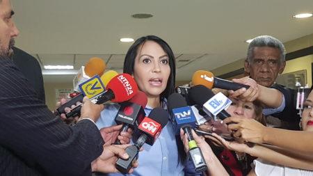 "Diputada Delsa Solorzano exigió  ""desalojo"" a Nicolas Maduro"