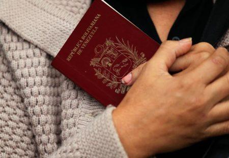"""Gobierno denuncia que países pretenden """"alterar"""" pasaportes venezolanos"""