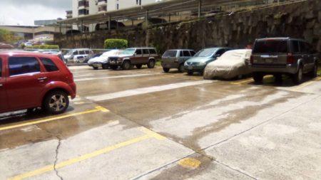 Rio de agua negras afecta residencias Patricias en Las Minas