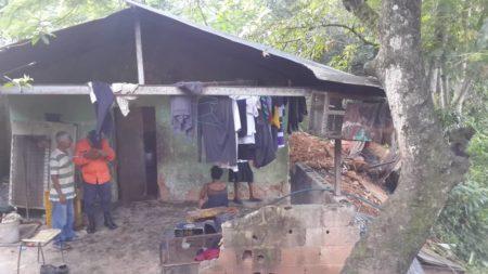 Alcaldía de Guaicaipuro atendió colapso de vivienda en Paracotos