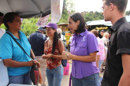 Abanderados de Cambiemos en Guaicaipuro recorrieron mercado en Los Teques