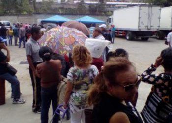 Ancianos protestaron por medida que los dejó sin alimentos por tiempo indefinido