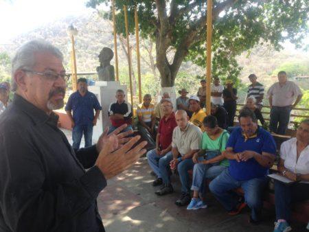 Tacateños se organizan para la distribución de la ayuda humanitaria en la parroquia