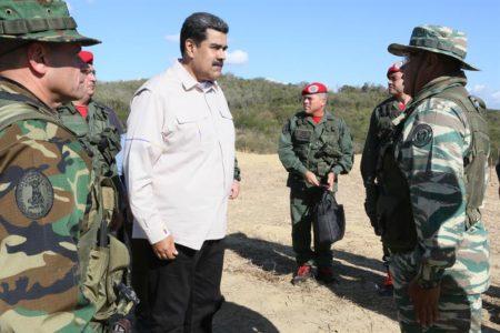 """Maduro inicia ejercicios militares con el grito """"fuera Trump de Venezuela"""""""