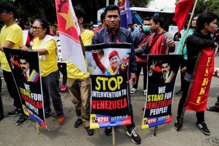 """Sindicatos indonesios protestan contra la """"intervención"""" de EEUU en Venezuela"""