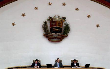 Parlamento venezolano designa una junta para controlar la industria petrolera