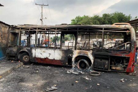 Muertos y fuego en la frontera venezolana