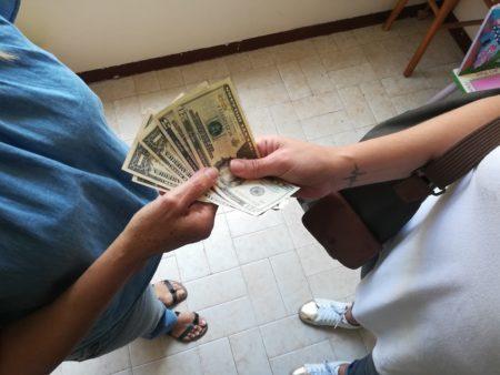 Dólares ante la falla de puntos de venta