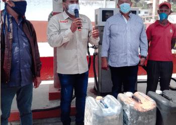 """Laya: """"La estación de servicio marítimo de Caraballeda abastecerá con 7.920 litros de combustible a 132 embarcaciones pertenecientes a los Conppa de La Guaira y Chuspa""""."""