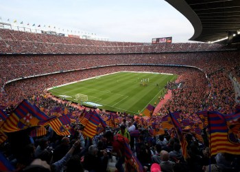 Fans cheer before the Spanish league football match between FC Barcelona and Real Sociedad at the Camp Nou stadium in Barcelona on May 20, 2018. / AFP PHOTO / LLUIS GENE
