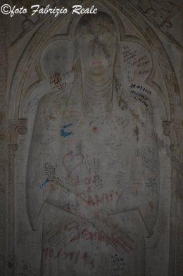 graffiti vandalici a santa chiara napoli