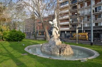 villa comunale fontana con statua