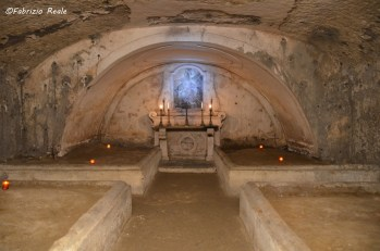 cripta della chiesa dei santi filippo e giacomo napoli