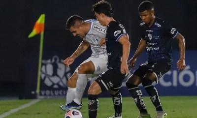 Grêmio leva virada e tem que vencer para ir ao grupo do Palmeiras