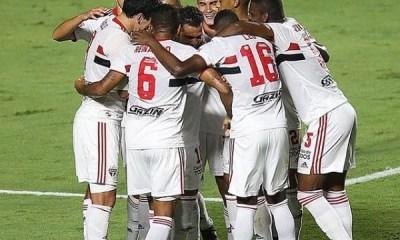 São Paulo goleia São Caetano com boa atuação de Reinaldo e gol de Eder