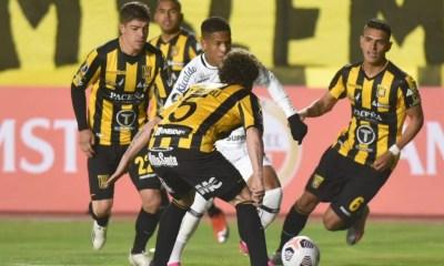 Santos perde para The Strongest e dificulta classificação