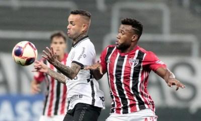 São Paulo marca nos acréscimos e arranca empate do Corinthians na Arena