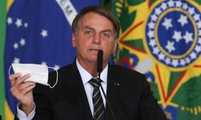 Bolsonaro diz que Queiroga fará parecer para desobrigar máscara em vacinado