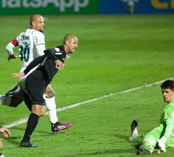 Bragantino bate o Palmeiras com três gols de Ytalo