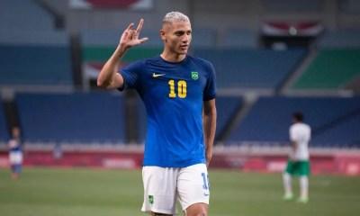 Brasil derrota a Arábia Saudita e avança às quartas