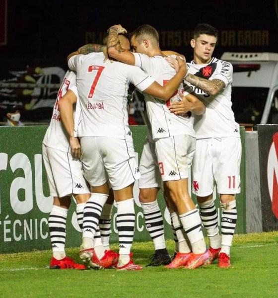 Na estreia de Lisca, Vasco joga bem, goleia o Guarani por 4 a 1