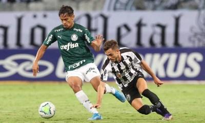 Atlético-MG vence Palmeiras e dispara na liderança