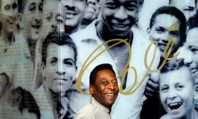 Pelé recebe alta e deixa hospital em São Paulo após um mês internado