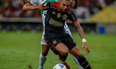 Flamengo bate Juventude e segue na caça ao líder Atlético-MG