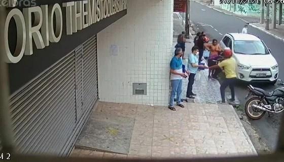Criminosos fazem arrastão em frente a cartório de Teresina