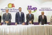 . El ministro de Turismo, Francisco Javier García, recalcó la importancia de la diversificación de la cartera turística y el trabajo unificado para impulsar el turismo médico y la calidad de los servicios.